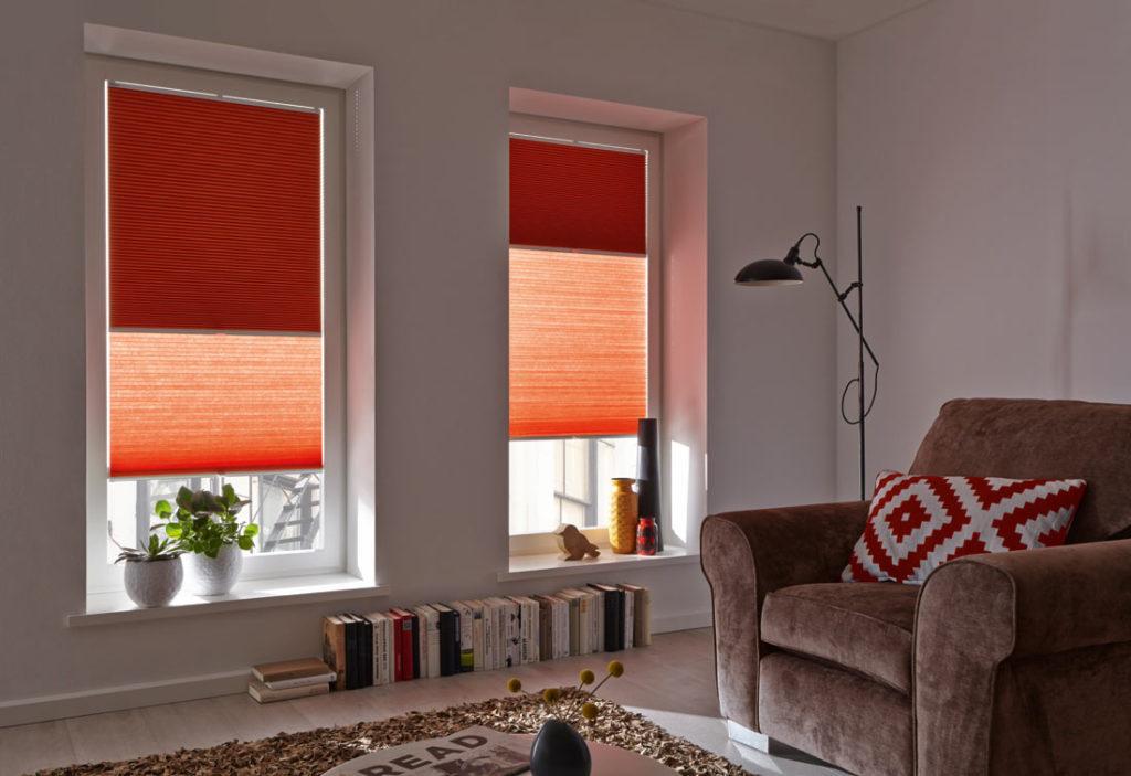 Tende plissettate a nido d'ape rosse salotto - Sintesi Tende Orbassano Torino