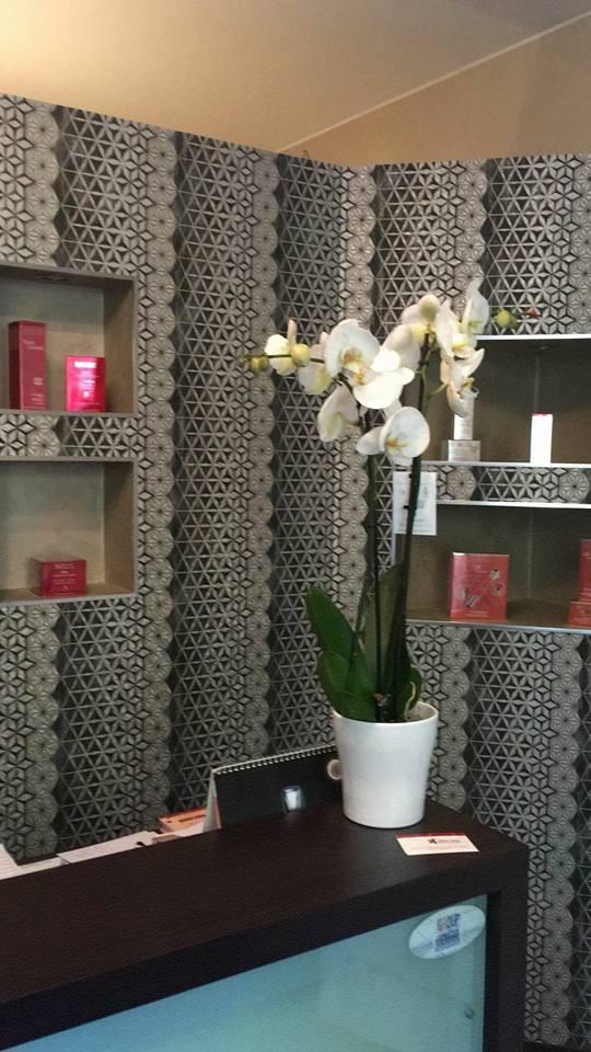Carta da parati -arredamento pareti negozio estetica - Sintesi Tende orbassano
