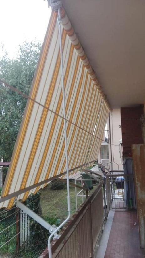 Tenda a caduta con braccetti - Sintesi Tende orbassano Torino - sintesi tende