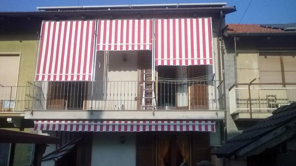 Tende a caduta rosse e bianche per balconi da esterno - sintesi tende orbassano Torino