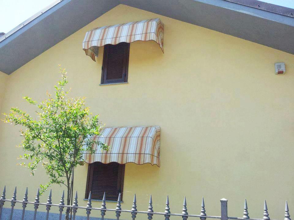 Tende capottine da sole per villa a righe rosse e gialle da esterno - Sintesi Tende Orbassano Torino